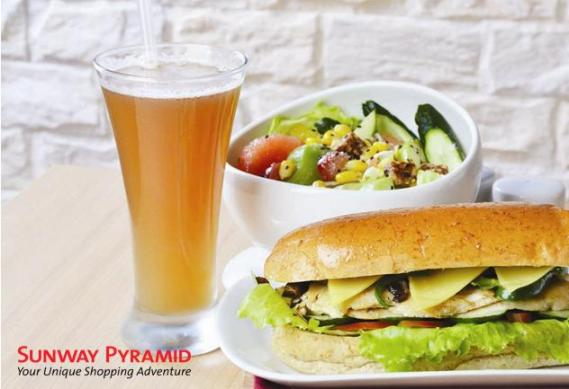 "6"" Chicken Sandwich + Salad + Fortune Delight Beverage"